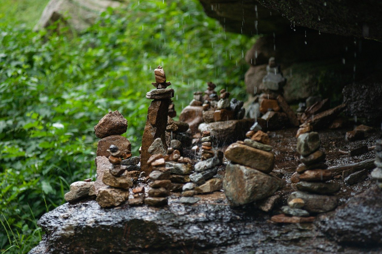 goccia scava pietra